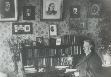 Matthías Jochumsson á skrifstofu sinni á Sigurhæðum